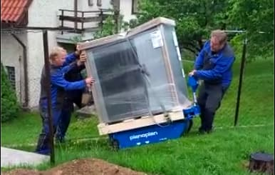 Preprava tepelneho cerpadla NIBE na dopravniku Pianoplan k zakaznikovi